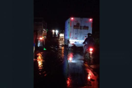 Ketinggian banjir di ruas jalan Kalis-Putussibau naik