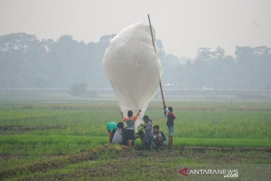 Tradisi menerbangkan balon udara