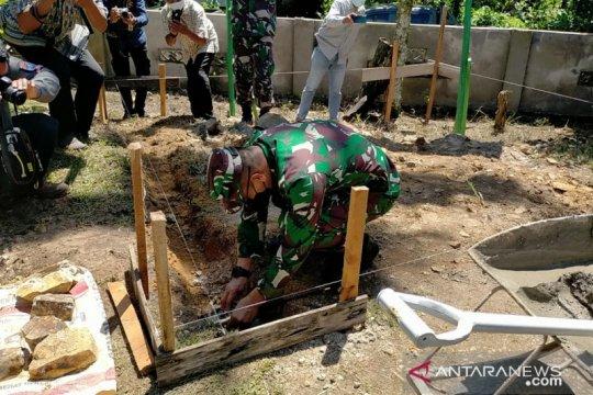 Warga terdampak COVID-19 di Singkawang dibantu sembako Pangdam XII