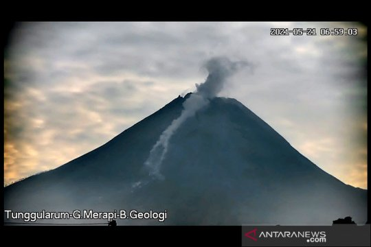 Dua awan panas guguran meluncur dari Gunung Merapi hingga 2 km