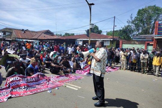 Lembaga Kultur Papua Barat mengajak warga jaga kedamaian bersama