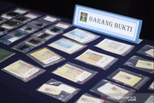 Imigrasi Karawang menangkap lima WNA pemalsu dokumen keimigrasian