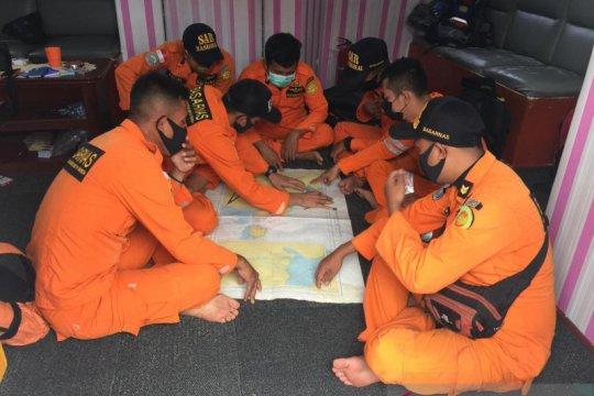 KM Wicly pecah dihantam ombak di Kuala Tungkal 9 penumpang hilang