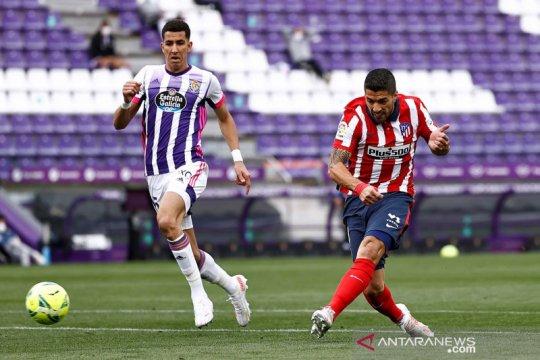 Luis Suarez tetap bertahan di Atletico Madrid setidaknya semusim lagi
