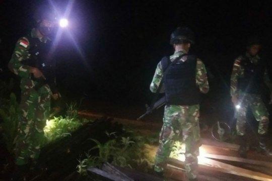 Satgas Pamtas Kalbar amankan ratusan batang kayu ilegal di perbatasan