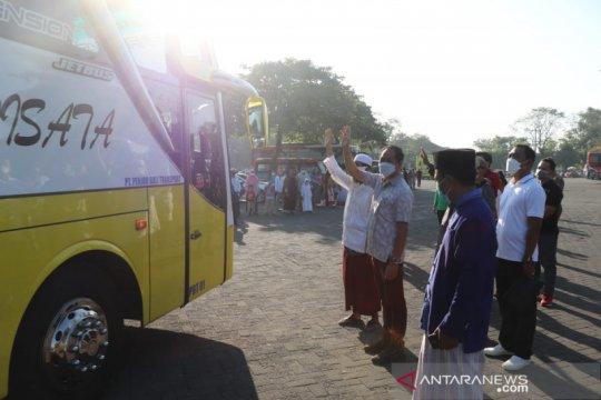 Ratusan santri asal Bali kembali belajar ke Jawa Timur