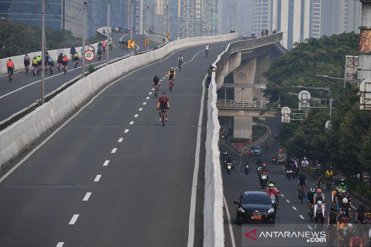 Uji coba lintasan road bike di jalan layang non tol (JLNT) Kampung Melayu-Tanah Abang