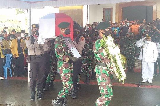Wagub Papua Klemen Tinal dimakamkan secara militer