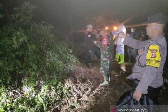 Jalur alternatif Cipanas-Jonggol terputus akibat longsor