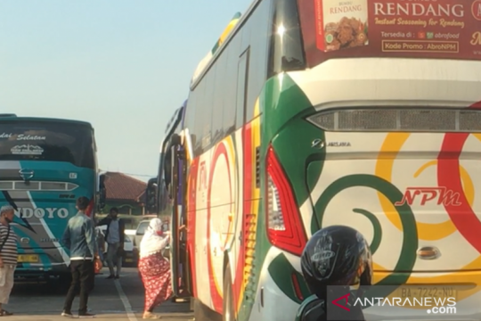 Penumpang bus di Kalideres wajib tunjukkan surat keterangan vaksin