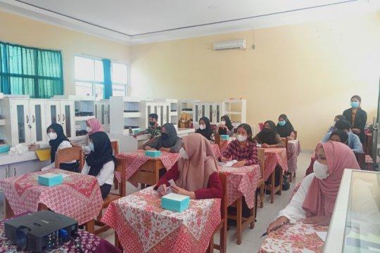 Itera latih guru dan siswa di Bandarlampung produksi masker kecantikan