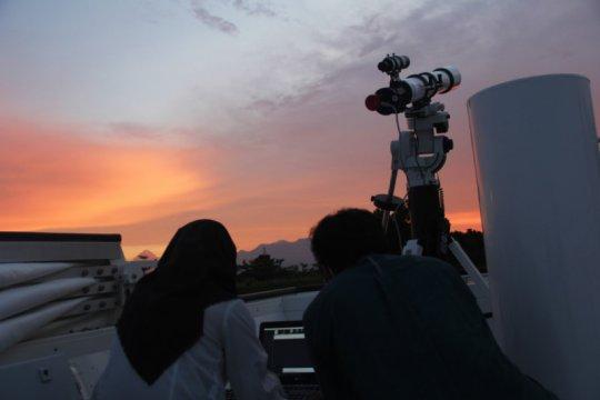 Observatorium Itera amati langsung gerhana bulan total