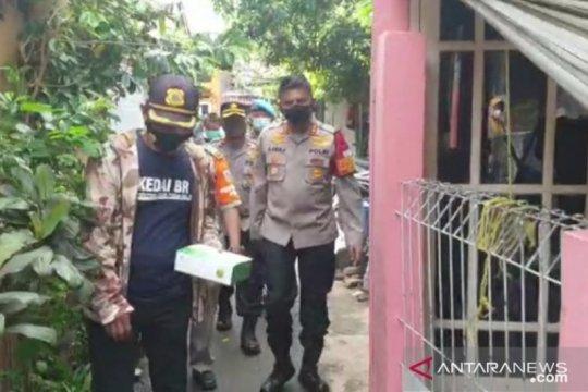 """Tim gabungan Jaksel semprot disinfektan di RT yang """"lockdown"""" mikro"""