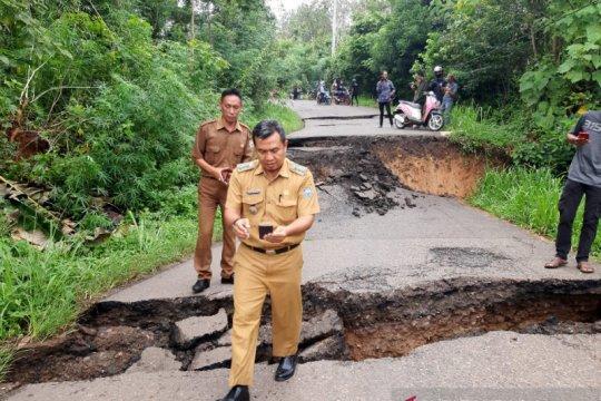 Akses jalan penghubung Baturaja-OKU Selatan putus total