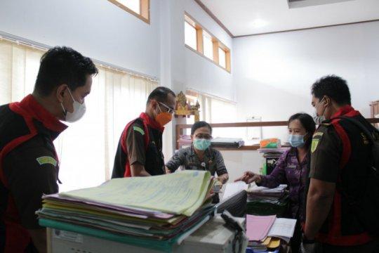 Penyidik geledah kantor BPKAD atas dugaan korupsi pengadaan masker