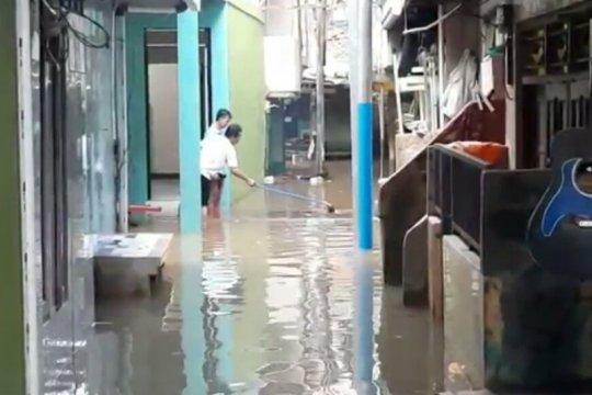 Jakarta kemarin, banjir kembali terjadi hingga korupsi dana BOS-BOP