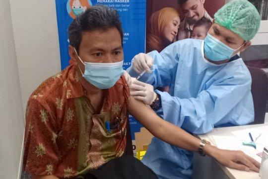 UNJ selenggarakan vaksinasi COVID-19 tahap dua bagi dosen