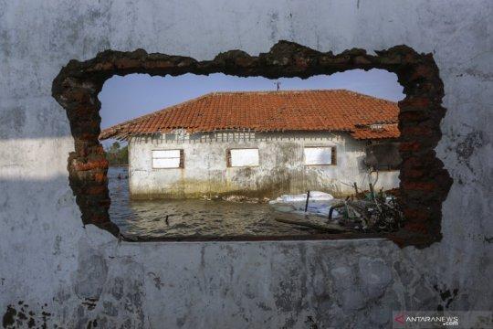 Rumah warga terdampak abrasi laut di Pekalongan