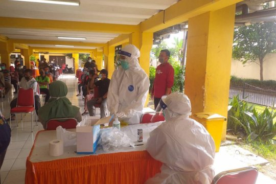 1.877 penghuni rumah susun di Surabaya jalani tes usap acak