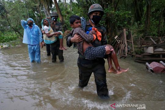 Banjir bandang di Kashmir tewaskan  empat orang, puluhan hilang