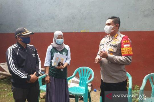 Polres Jaksel serahkan bantuan pangan untuk warga jalani karantina