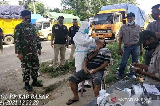 120 sopir truk logistik di Pelabuhan Tanjungkalian jalani tes usap