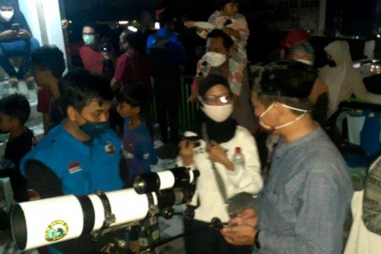 """Warga Yogyakarta antusias saksikan """"super blood moon"""""""