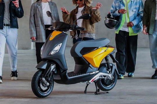 Sasar konsumen muda, Piaggio rilis skuter listrik via Tik Tok
