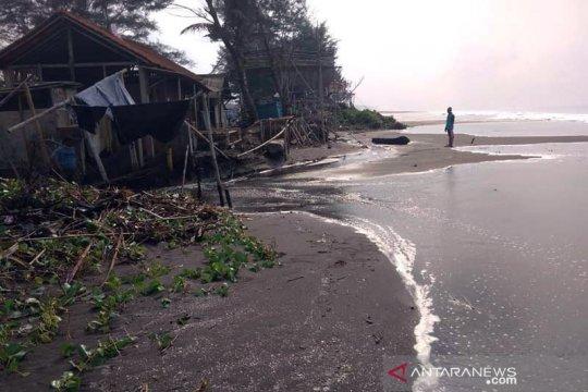 BMKG: Waspadai potensi rob-gelombang tinggi di pesisir selatan Jateng