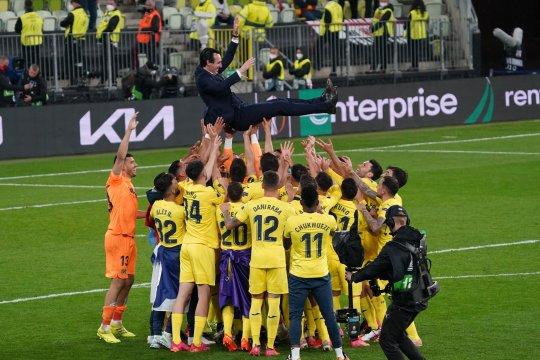 Unai Emery puji dedikasi pemain Villarreal usai raih trofi Liga Europa