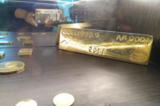 """Emas turun tertekan penguatan dolar, spekulasi """"tapering"""" berkurang"""