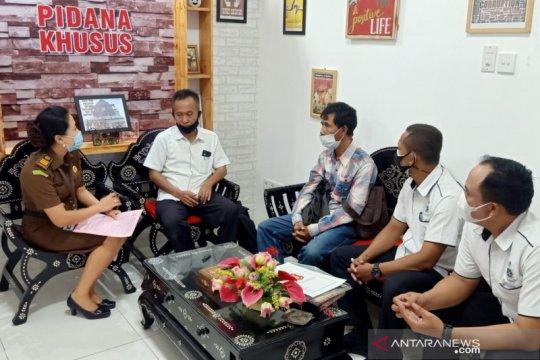 Kejari Mataram terima pelimpahan tersangka korupsi dana Desa Kuripan