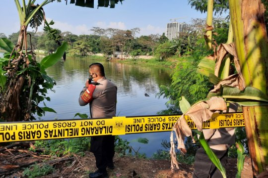 Helikopter yang jatuh masih di dalam Situ Rawa Jemblung  Cibubur