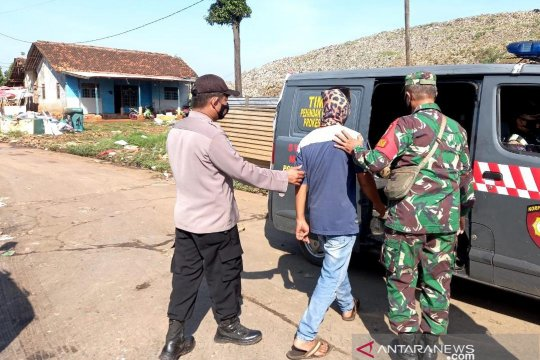 Pemulung di TPA Burangkeng Bekasi jalani tes COVID-19