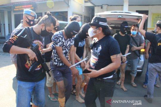 Melawan petugas, dua anggota geng motor di Sukabumi ditembak kakinya