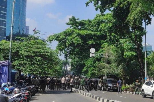Aparat TNI-Polri jaga ketat gedung Merah Putih KPK