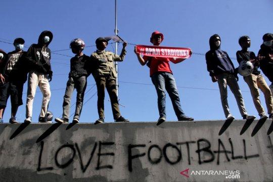 Aksi suporter PSM Makassar tuntut pembangunan Stadion Mattoanging dilanjutkan