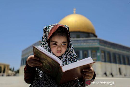 Suasana keseharian di Dome of the Rock yang satu kompleks dengan Masjid al-Aqsa