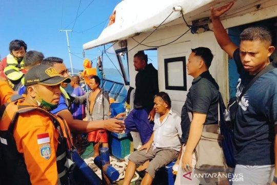 Seluruh penumpang dan ABK KM Karya Indah diselamatkan dari kebakaran