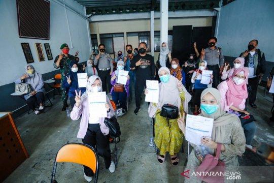 Pemkot Bandung optimistis vaksinasi guru tuntas awal Juni 2021