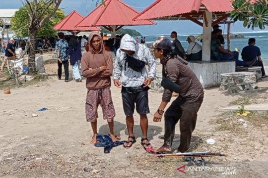 Tim SAR selamatkan 11 wisatawan yang terjebak air laut pasang