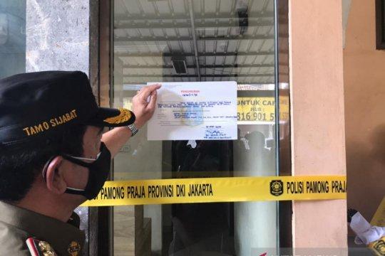 Petugas gabungan tutup Hotel Wisma Prima Taman Sari