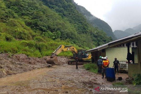 Freeport perbaiki jalan akibat longsor kampung Banti