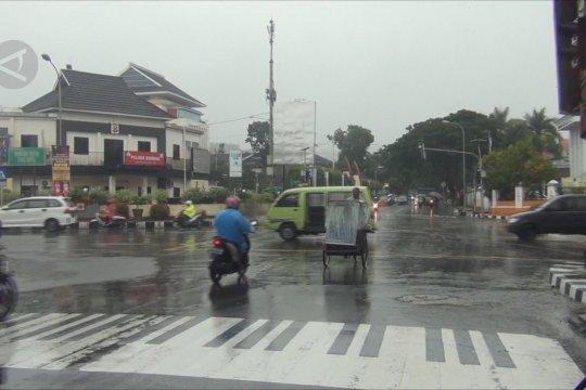 Disambar petir, tiga lampu lalu lintas di Ambon rusak
