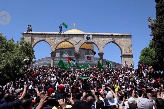 Ribuan warga Palestina protes anti-Israel di kompleks al-Aqsa