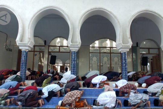 Sebagian warga Jember & Bondowoso rayakan Idul Fitri hari ini