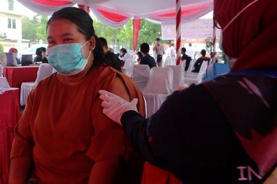 Buruh Palembang peringati Hari Buruh dengan Vaksinasi COVID-19