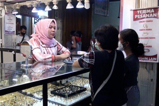 Pembelian di toko emas naik menjelang Lebaran datang