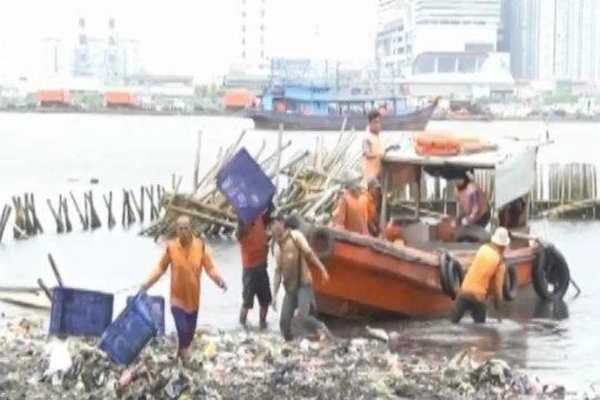 Peneliti LIPI ingatkan bahaya mikroplastik yang mengalir ke laut