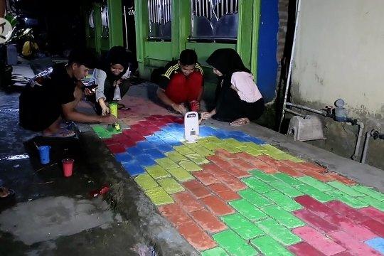 Sambut Idul Fitri, warga lukis jalan lingkungan